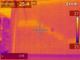 Immagine all'IR ponte termico di scala parete non isolata